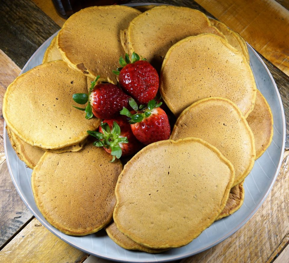 The Best Easy Vegan Pumpkin Pie Pancakes