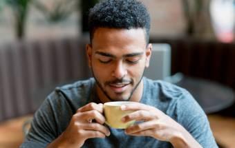 ¿Le encanta el olor del café? Eso podría revelar algo sobre usted