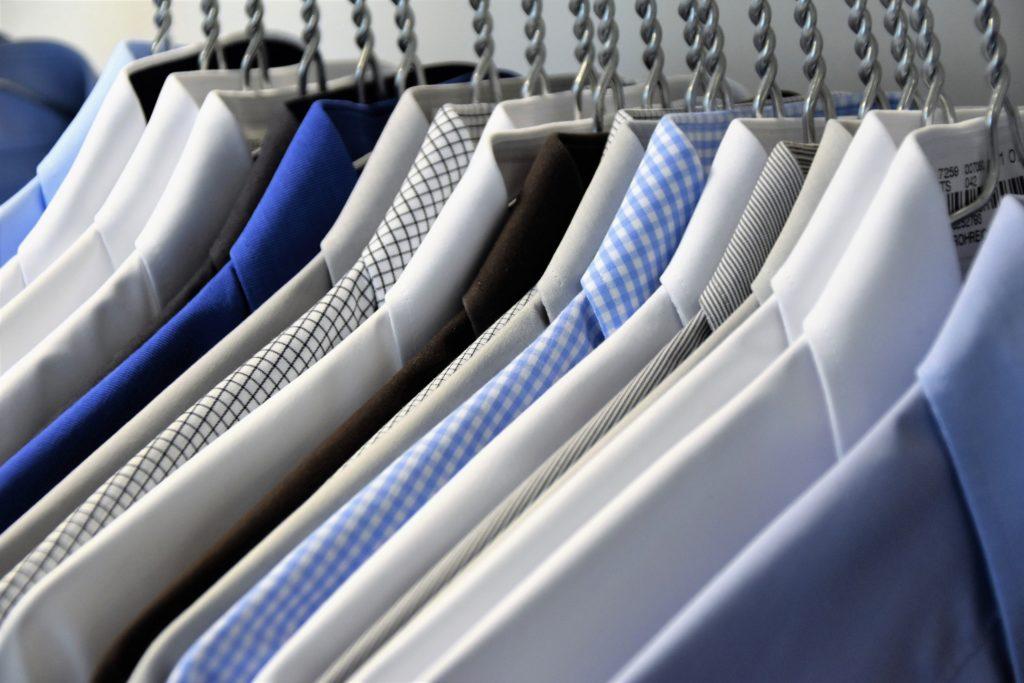 Dailywash : votre pressing à saint mitre pour vos chemises, costumes et pièces délicates
