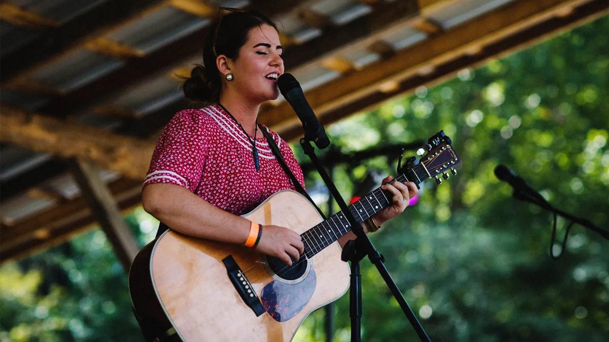 Photo of Senora May performing