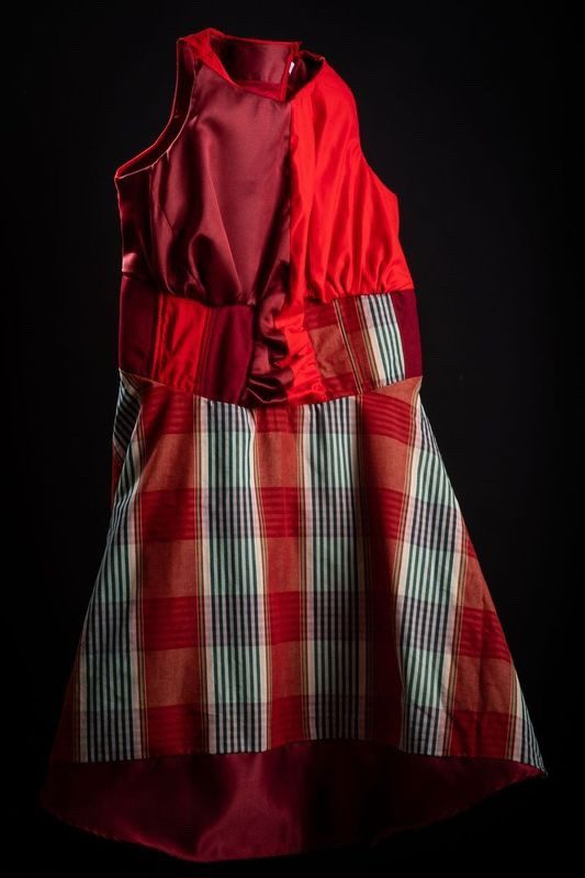 Red dress 50s style with boat neckline, circle skirt and half corset in wool and cotton. Lined dress