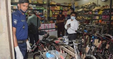 হালুয়াঘাটে সরকারি নির্দেশ অমান্য করায় ব্যবসায়ীকে ১০ হাজার টাকা জরিমানা