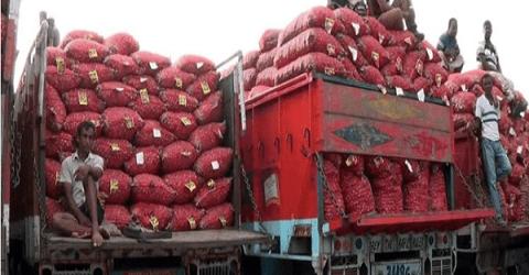 ভারত থেকে নষ্ট পেঁয়াজ আসায় দাম বেড়ে গেল পাইকারিতে