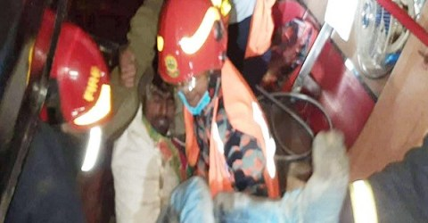 টাঙ্গাইলে বাস খাদে পড়ে ১৩ যাত্রী আহত