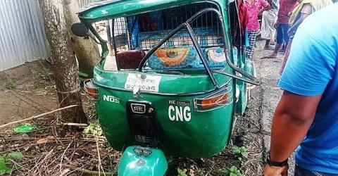 মানিকগঞ্জের সড়ক দুর্ঘটনায় সিএনজি চালক নিহত