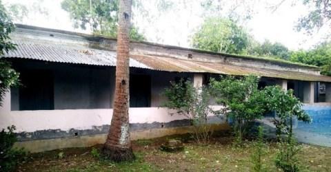 আত্রাইয়ে বিদ্যালয়ের ঝুঁকিপূর্ণ ভবনে চলছে শিক্ষার্থীদের পাঠদান