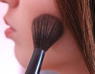 types of makeup brushes and how to use them