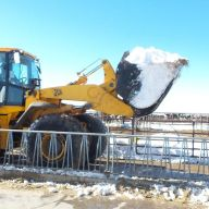 Bart van der Ploeg moving snow out of feed lanes