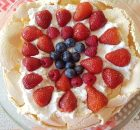 strawberry-blueberry-pavlova