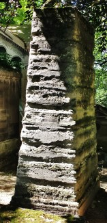 Obelisk in Père Lachaise