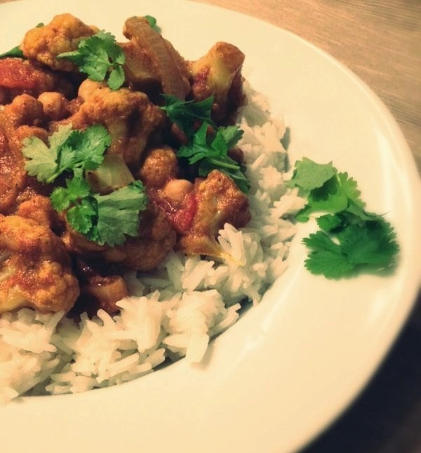cauliflower and chickpea curry recipe, easy vegan curry recipe, chickpea curry recipe, vegauary,