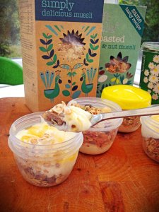 dorset cereal, muesli and yogurt pots, muesli and yogurt pot recipe, healthy packed lunch snack, how to make muesli and yogurt parfait, healthy snacks for children, quick breakfast ideas, daisies and pie, Daisies & Pie