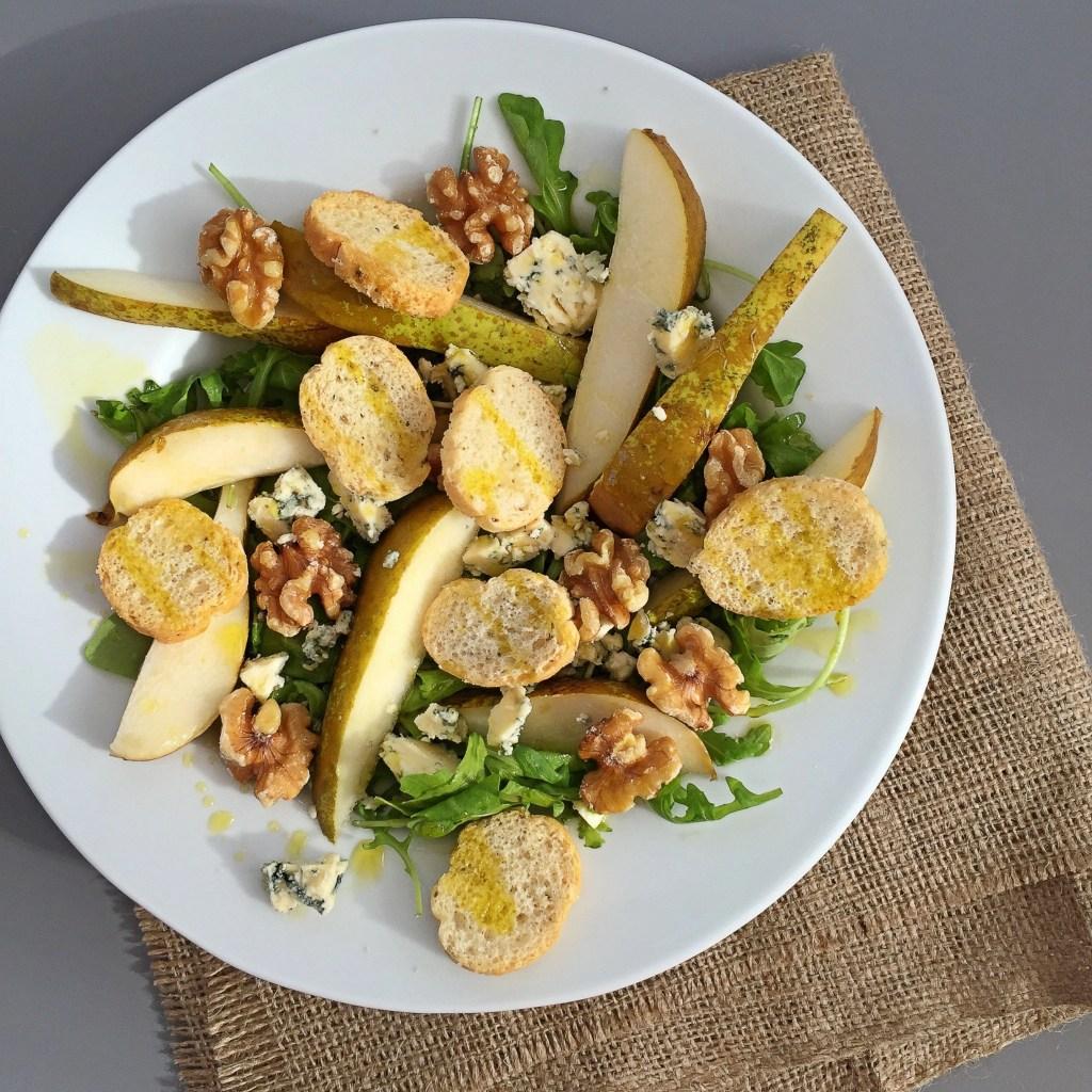pear and stilton salad recipe, pear salad recipes, things to make with Stilton, autumn salad recipes, autumn salad ideas, quick lunch recipes, Lidl Italian week, bruschetta con olio d' oliva, daisies and pie