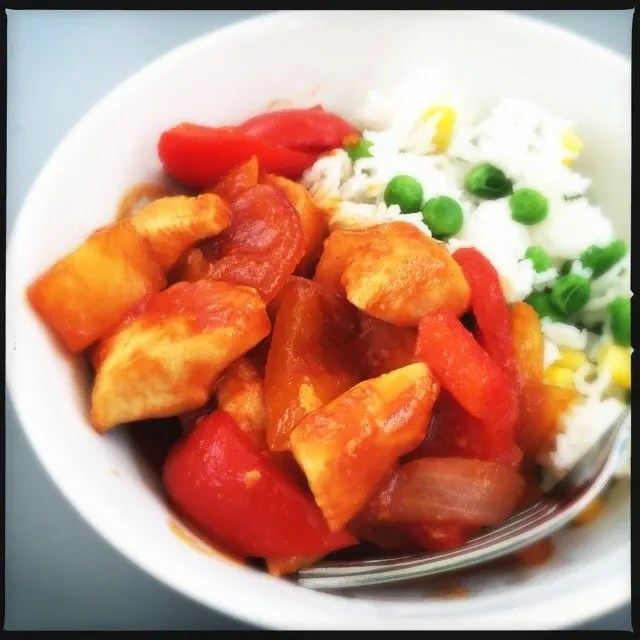 easy sweet and sour chicken recipe, quick sweet and sour chicken recipe, how to make sweet and sour chicken, quick chinese chicken recipe, easy family food from daisies and pie