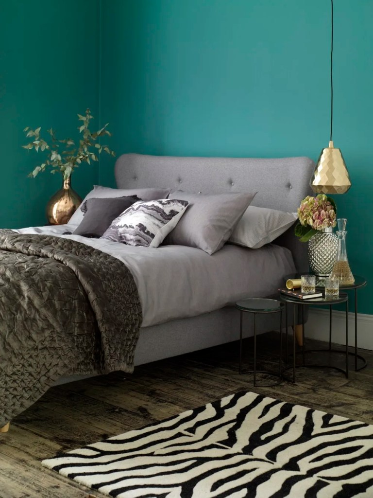 button and sprung upholstered beds, button and sprung grey bed, designing a relaxing bedroom, homestyle from daisies and pie