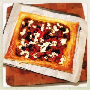 quick puff pastry tart recipe, things to make with pastry sheet, mediterranean tart, easy family food from daisies and pie