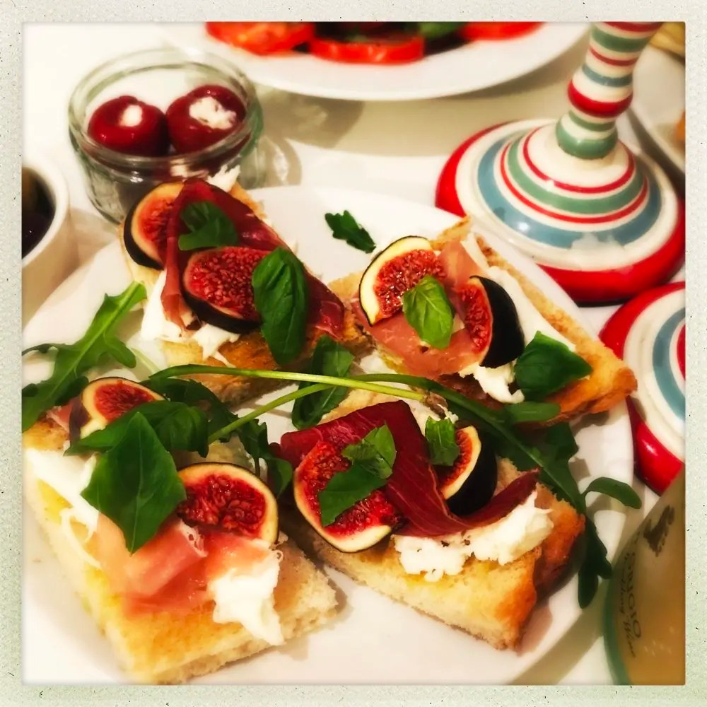 Fig and Prosciutto Bruschetta