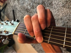 6弦を中指で押さえるパターンの「G」