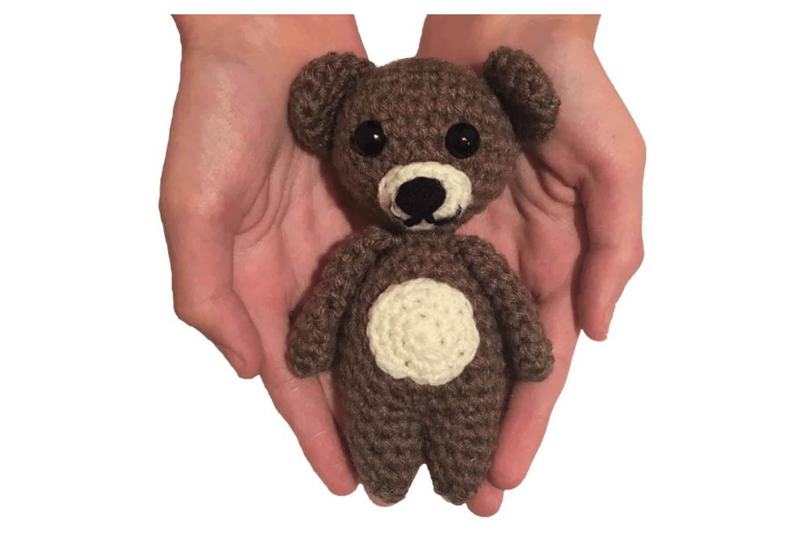 Small Crochet Bumblebee Amigurumi | 1052x1578