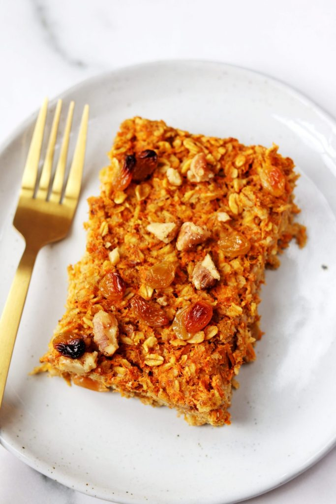 Carrot cake baked oatmeal - Daisybeet
