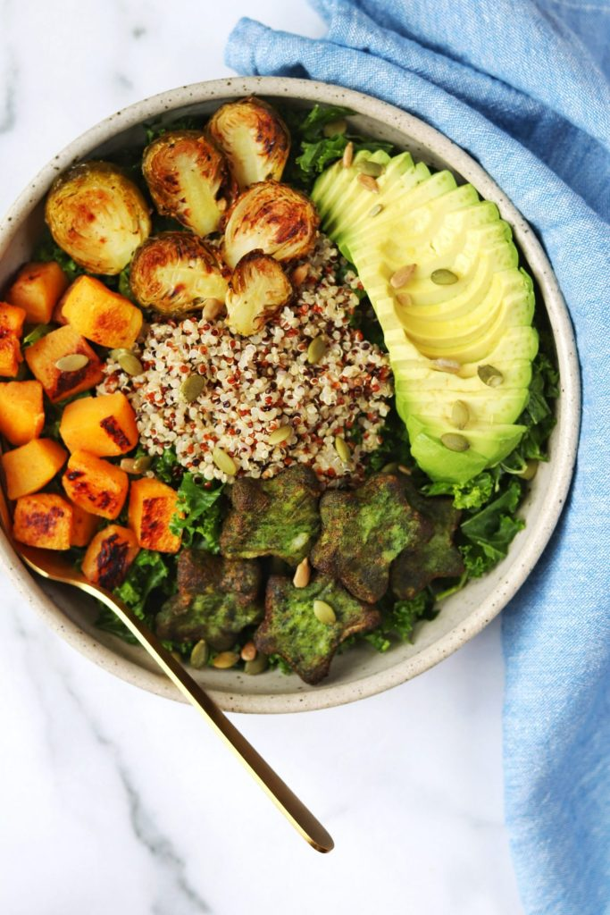 Kale quinoa salad with fall roasted veggies - Daisybeet