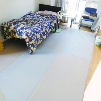 畳にベッド