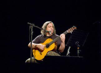Renato Braz se apresenta no Palco Virtual do Itaú Cultural (Foto: Rene Anselmo Lima)
