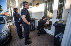 Immigration enforcement officers raid a house in Southall in London following early morning raids in the area as part of an on going clamp down on illegal immigrants, on May 21, 2015 in London, England. Despite pledging in 2010 to reduce migration numbers to less than 100,000, new immigration figures reveal that net migration to the UK reached 318,000 last year, the highest in a decade, increasing more than 50% in 2014. The Prime Minister has today unveiled measures to tackle illegal immigration, which include seizing wages. (Photo by Richard Pohle - WPA Pool/Getty Images)