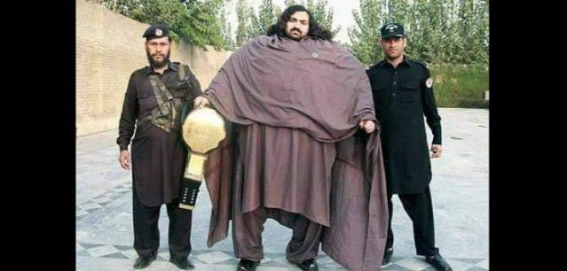 Paksitan: A 25 ans, Arbab Khizer Hayat pèse 435 Kg et réalise des exploits impressionnants…photos