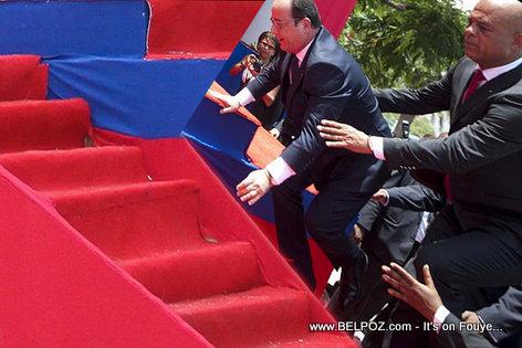 Chute spectaculaire de François Hollande en Afrique