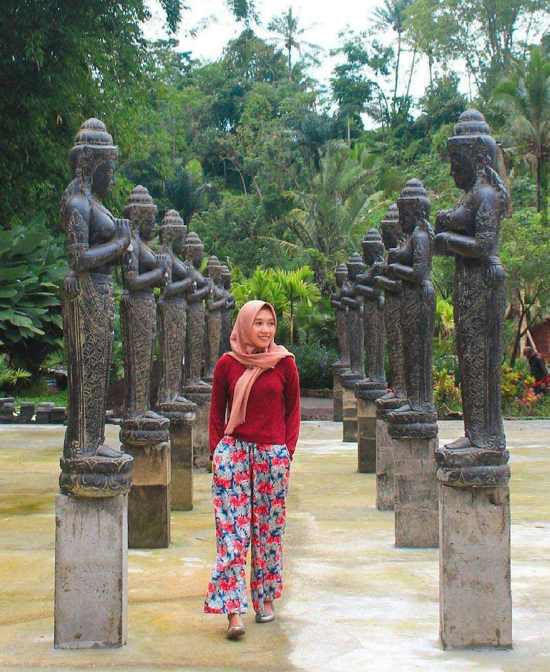Lembah Tumpang Malang - Taman Wisata berNuansa Kerajaan