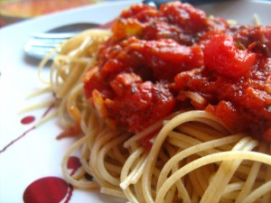 spagetid-peekoni-ja-sibulaga-3