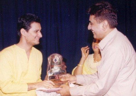 Dale Bhagwagar receives a Lions Club Award for excellence in Entertainment PR. - Pic 4.