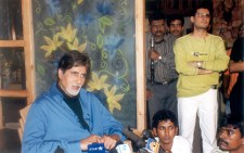 amitabh Dale Bhagwagar has an eye on the media as it interviews Amitabh Bachchan for a film he did PR for. Pic 1