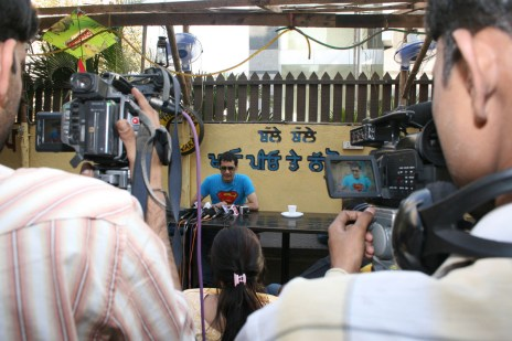 super Dale Bhagwagar holds a Press Conference in Mumbai to defend Shilpa Shetty while she is in Big Brother. - Pic 2