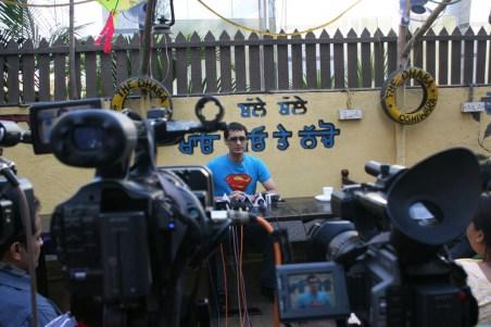 super Shilpa Shetty's publicist Dale Bhagwagar holding a PC in Mumbai-4