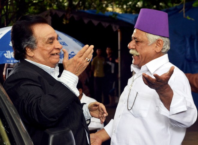 Kader Khan and Om Puri in Hogaya Dimaagh Ka Dahi