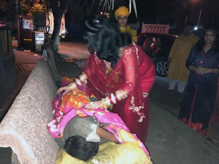 radhe-maa-distributing-blankets-pic-1