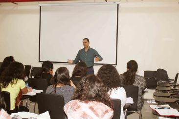 Dale Bhagwagar addressing students of journalism and PR. -Pic 2