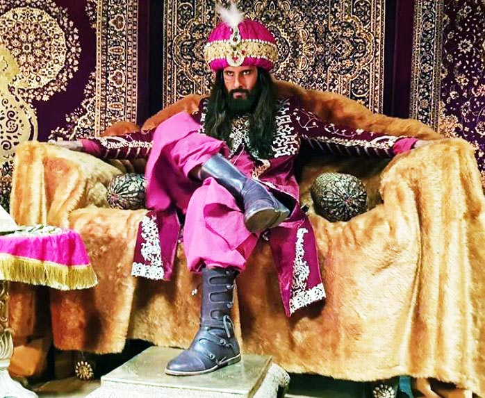 Ravi Dubey as Alauddin Khilji in Sabse Smart Kaun. Pic 1. (Image courtesy - Instagram)