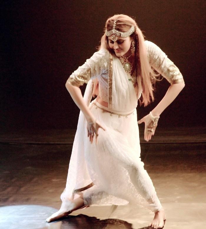 Barkha Sharma performing in the video of Rahul Sharma's latest single Yug O' Vision