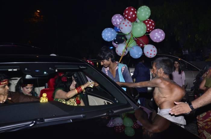 Radhe Maa does charity on Diwali in Borivali, Mumbai. (10)