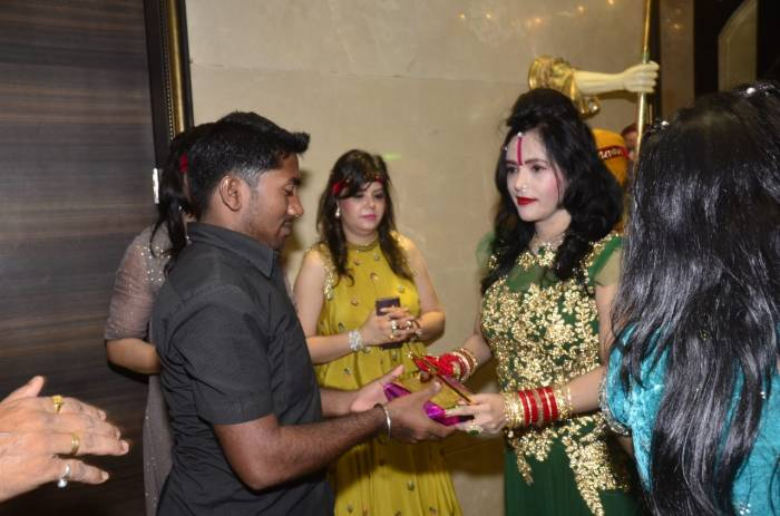 Radhe Maa does charity on Diwali in Borivali, Mumbai. (11)