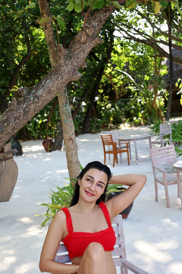 Feryna Wazheri's trip to Maldives (2)