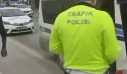 الشرطة التركية تغرّم 41 شخص لركوبهم بحافلة سعة نقلها 17 شخصًا!