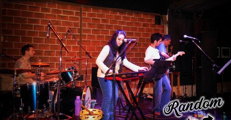 Random toca en Cavern Club homenajeando al rock nacional