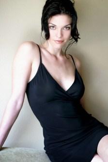 Alana De La Garza3