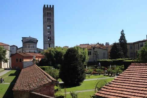 Idylic walks on the walks of Lucca