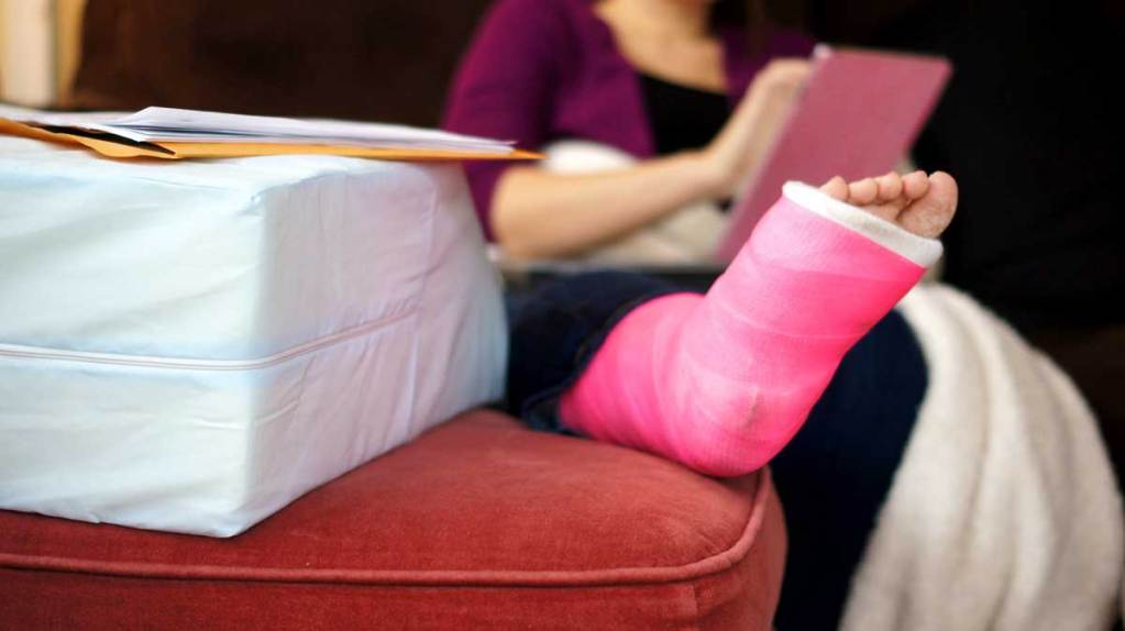 cast on leg, Allstate Claims Injury Lawyer in Dallas