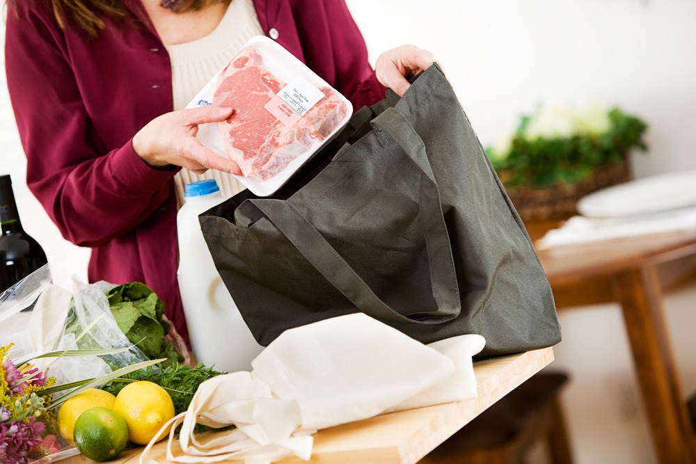 reuse_reusable_recyle_fabric_grocery_shopping_bag_green_sustainable_shutterstock
